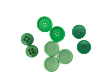 9 Assorted Green Vintage Buttons, 17mm, 20mm