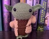 Crochet little alien (Yoda inspired)