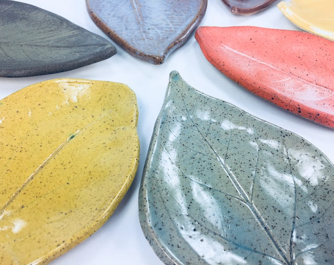 Medium Leaf Plate Trinket Dish // For Tea Bag, Spoon Rest, Candle Holder, Soap Dish or Jewelry Catchall // Gifts for Her - READY TO SHIP