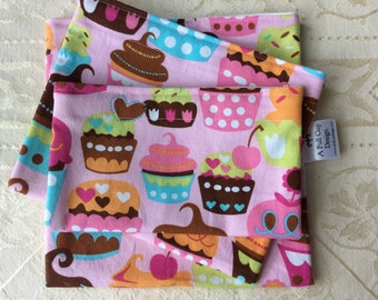 Snack Bags Reusable with Food Safe Lining Cupcakes on Pink