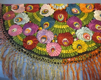 Large Round Antique Vintage Silk Embroidery Hungarian Matyo Tablecloth