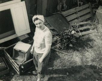 "Vintage Photo ""Cleaning Up the Backyard"" Working Snapshot Antique Photo Old Black & White Photograph Found Paper Ephemera Vernacular - 74"