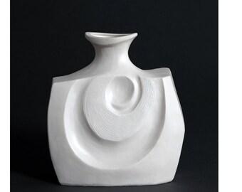 Otōto - In White - Ceramic - Sculptural Vessel - Interior Design Ideas - Decor
