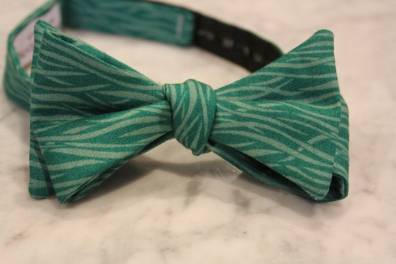 Bow Tie in Teal Ocean Waves - Groomsmen and wedding tie - clip on, pre-tied with strap or self tying