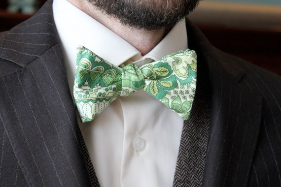 Men's Bow Tie in Green Paisley - Self tying - freestyle - Groomsmen gift