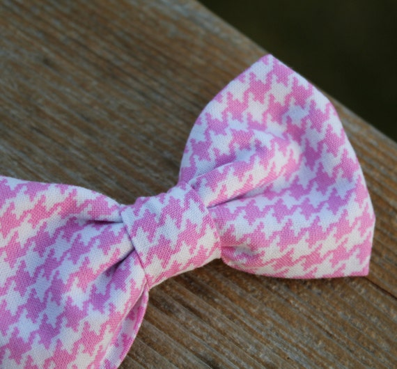 Boys Bow tie in pink houndstooth - clip on