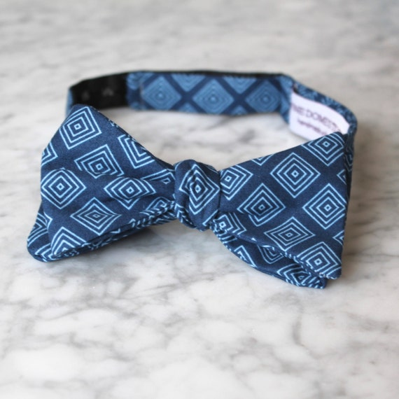 Bow Tie in Navy Diamonds - Groomsmen and wedding tie - clip on, pre-tied with strap or self tying
