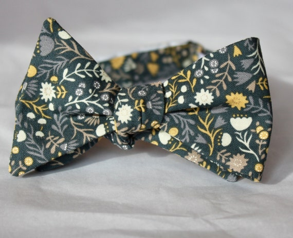 Bowtie in Yellow and Gray Wedding Floral - Groomsmen and wedding tie - clip on, pre-tied with strap or self tying