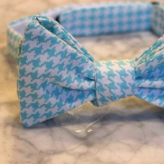 Light Sky Blue and White Hounstooth Plaid Bow Tie - Self tying - freestyle - Groomsmen gift and ring bearer outfit