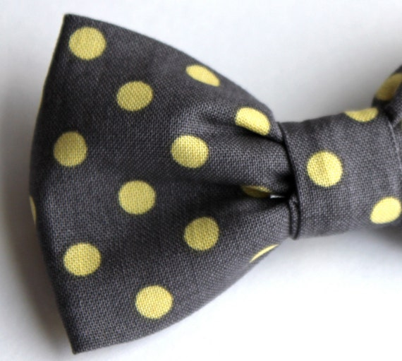 Boys Bow tie in Charcoal Gray and Yellow Polka Dot - Clip on - ring bearer attire