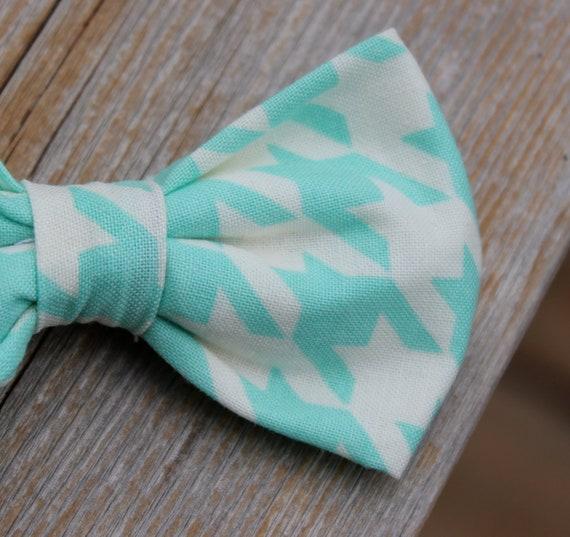 Boy's Aquamarine Houndstooth Bow Tie - clip on