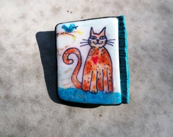 Cat with a bird brooch kitty pin handmade in polymer clay, gift for cat lovers, Christmas and Mothers day gift idea