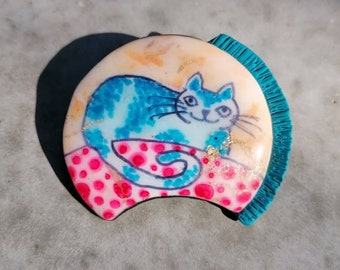 Cat Brooch Blue Cat on a sofa, kitty pin handmade in polymer clay, gift for cat lovers, Christmas and Mothers day gift idea