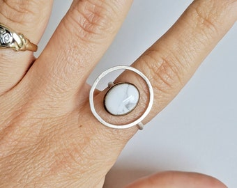 Floating Stone: Howlite in brass and Sterling silver ring