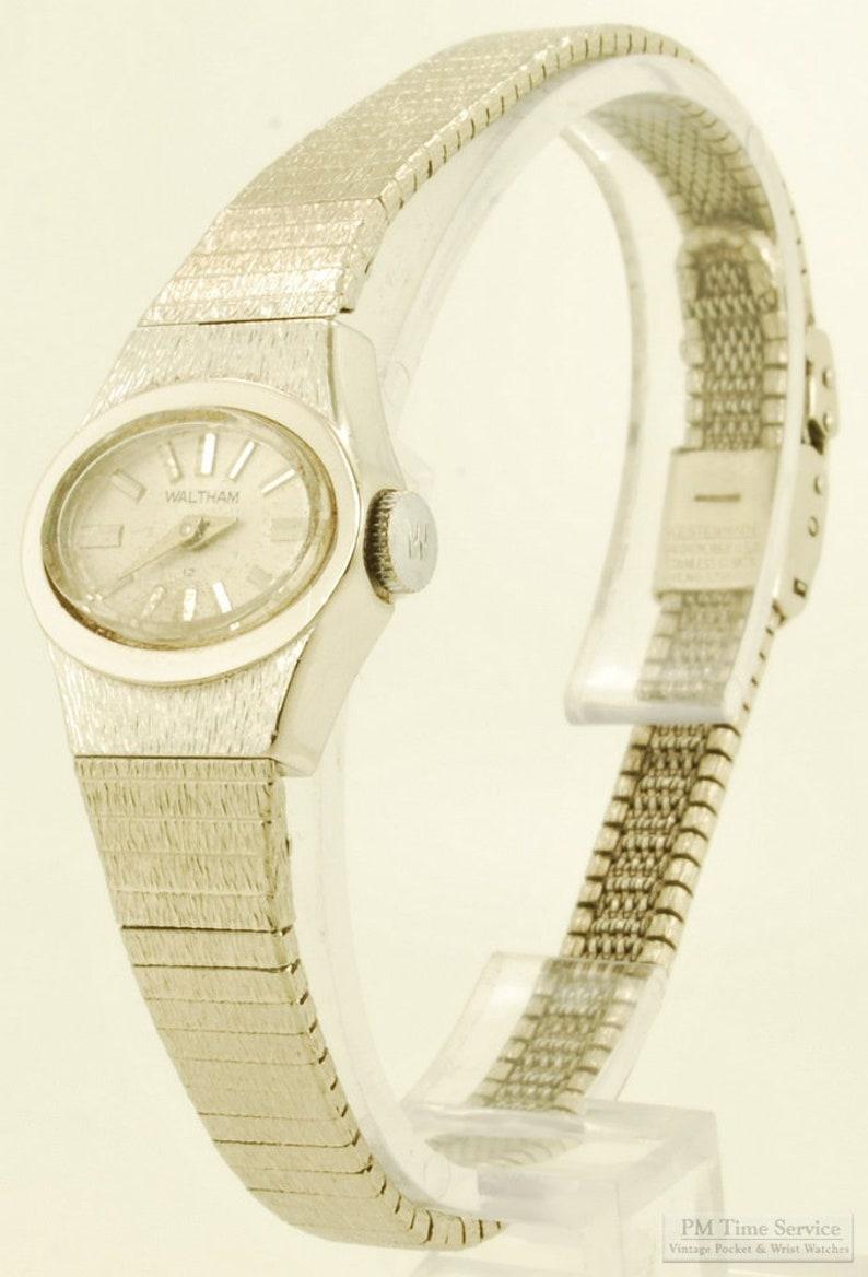 Waltham vintage ladies' wrist watch 17 jewels wide-oval image 0
