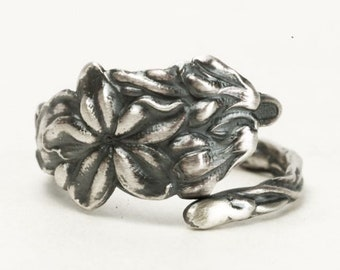 Petite Flower Ring, Sterling Silver Spoon Ring, Floral Ring, Tiny Ring, Custom Ring Size, Antique Spoon Ring 1905 Wallace Silver Ring (7283)