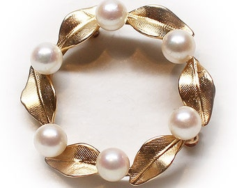 Lovely 14K Gold Circular Leaved Floral Pearl Wreath Brooch