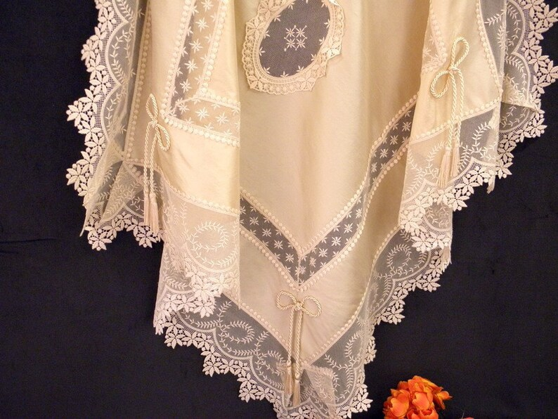 Ecru silk tablecloth with Viennese laces luxury table image 0
