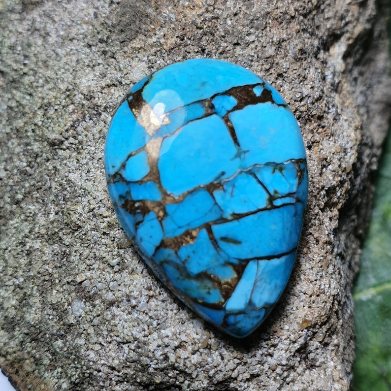 24mm Mojave Turquoise cabochon cushion 24 by 18 by 5mm 17ct
