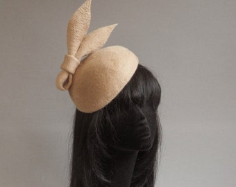 Inspired by a hat off the Duchess of Cambridge but in a completly different colour and with enough caracter of its own