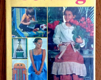 Vintage Sewing Book Collectors Item Sewing Reference Easygoing Sewing by Mary Harding DIY Home Decor Gift 4 Collector Crafter FREE GIFTWRAP
