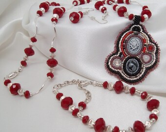 Black and Red Bead Embroidered Necklace Set