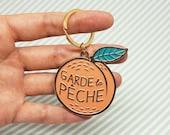 """Enamel Keychain """"Garde la pêche"""" peach"""