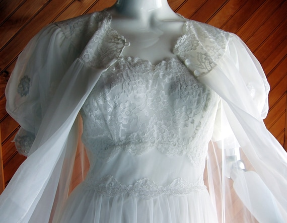 1960s White Shadowline Bridal Peignoir Set with Ch