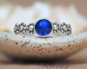 Daisy Promise Ring - Sterling Silver Blue Sapphire Gemstone Ring - Floral Promise Ring For Her - Botanical Ring - Bezel-Set Stacking Ring