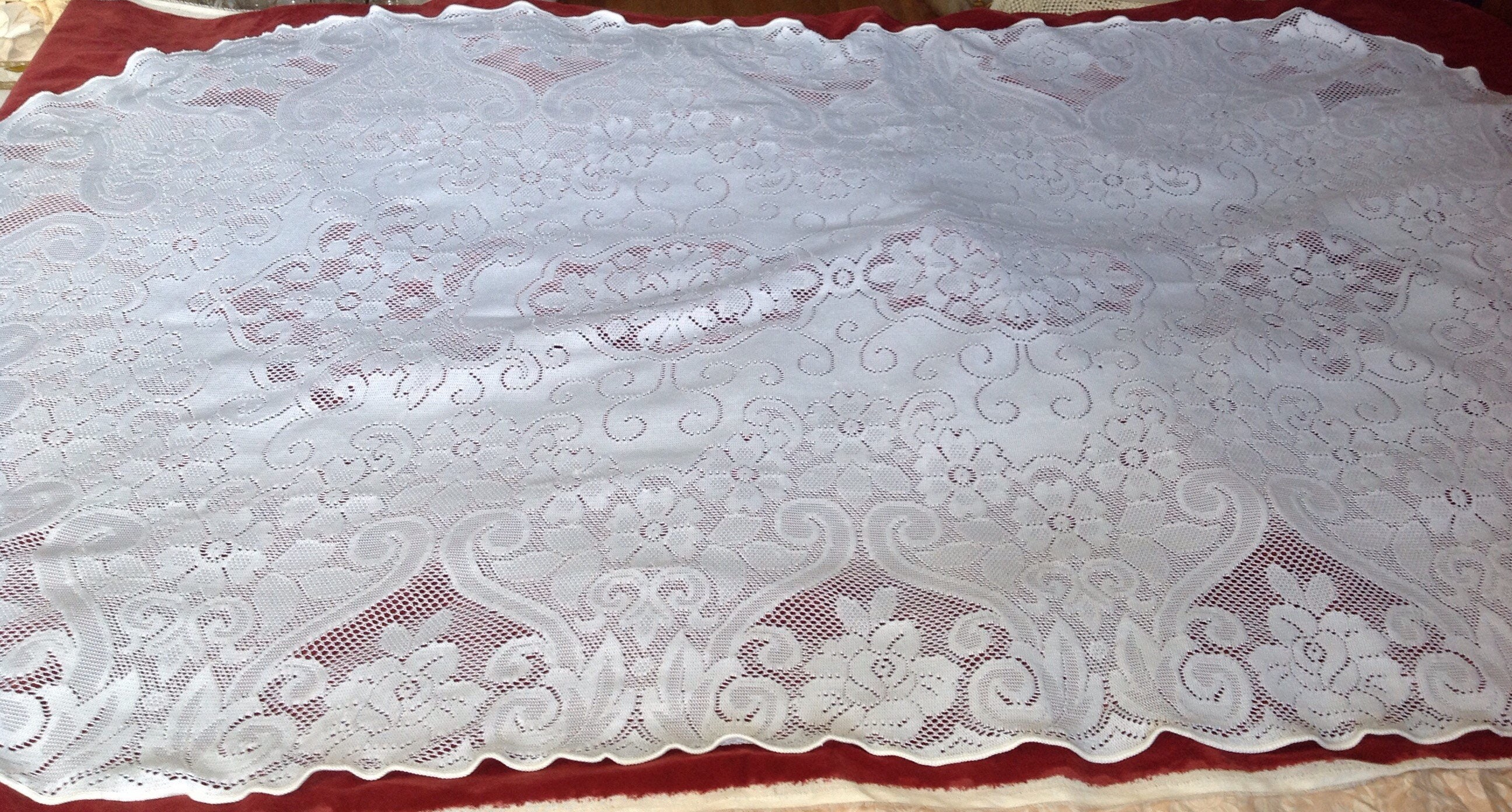 Lace Tablecloths Oval 300x300.jpg 🔎zoom