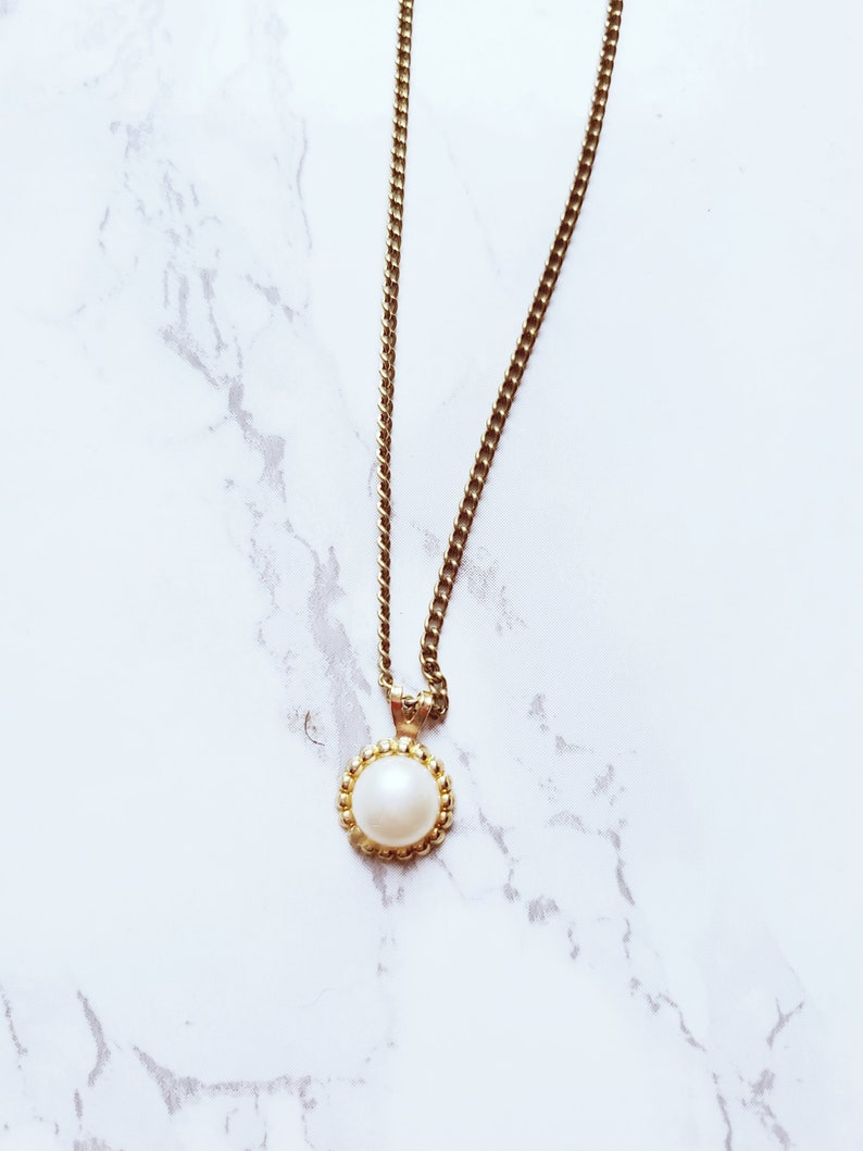 Vintage Minimalist Recycled Faux Pearl Gold Tone Necklace image 0