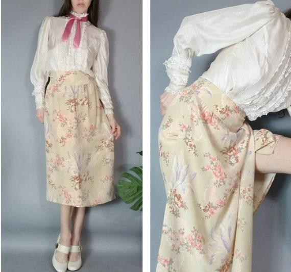 Vintage 80s Chloé Skirt Romantic Pale Floral Desig