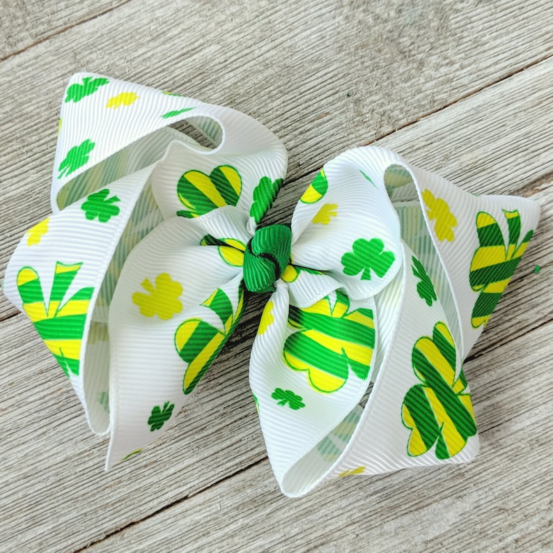 "Patrick/'s Day Shamrock Feather Hair Bow 5/"" Green /& White St"