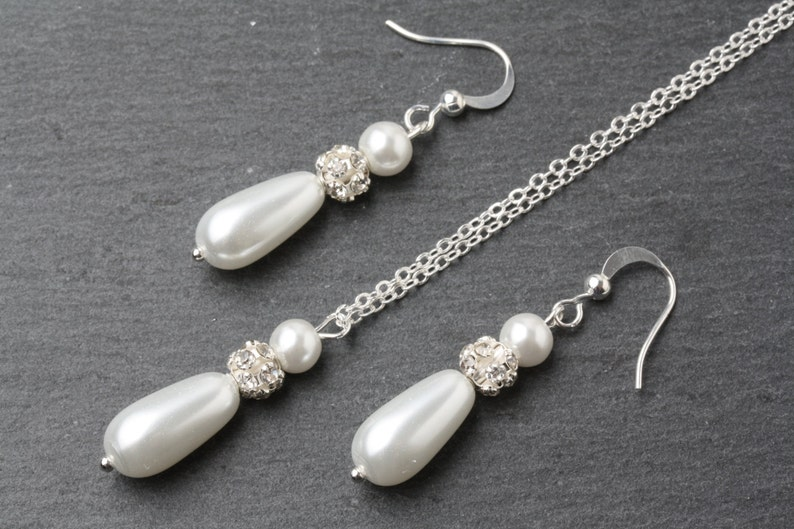 White bridesmaid earrings and necklace set Bridal party gift White drop pearl Wedding jewelry set Set of 2 Bridesmaid jewelry set