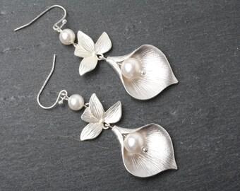 Bridal earrings, Calla earrings, wedding earrings, Statement earrings, Swarovski pearl earrings, Maid of Honor gift, calla jewelry,