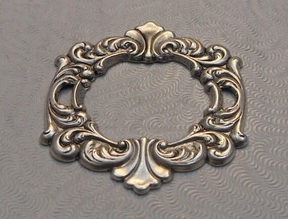 LuxeOrnaments antique en argent Sterling plaqué laiton Estampe Style Rococo focale cadre (1 pc) 39x35mm SG-8917-S