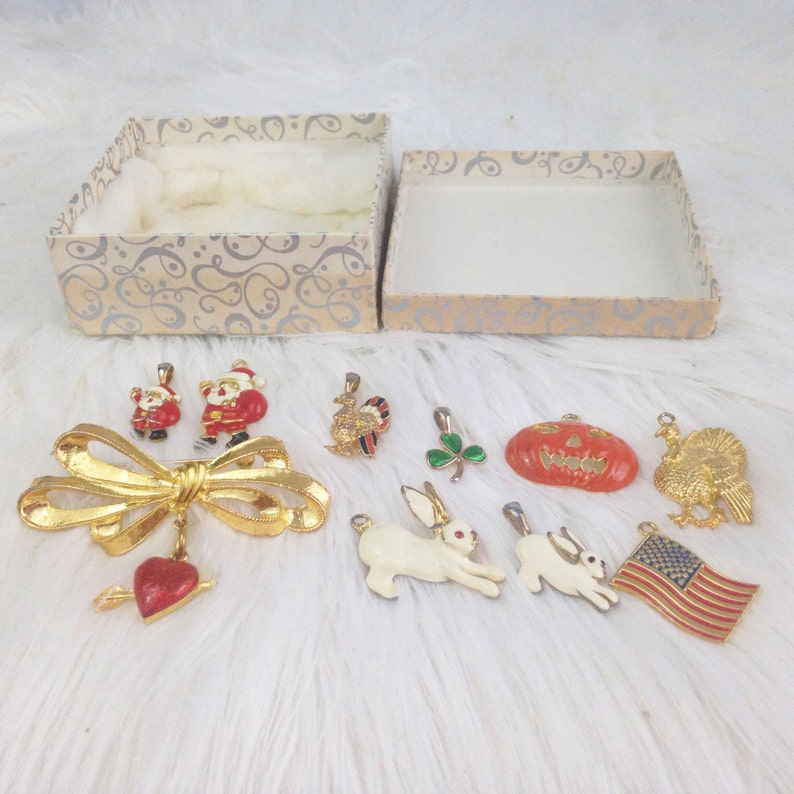Vintage Phister Holiday Brooch Set