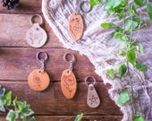 Leather keyring, decorated key chain, key fob; butterfly, flower, pagan pentagram, engraved with pyrogrography