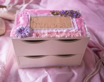 Large Princess jewellery box / jewelry box decorated with pyrography wood burned engraving and lace, pink fabric, paper flowers & jewels
