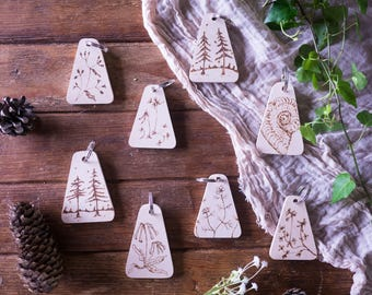 Personalised keyring, Personalized key chain Wooden key fob; nature, flowers, trees, fossil,  engraved with pyrogrography
