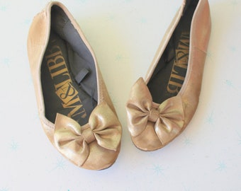 Vintage GOLDEN BALLERINA Flats..size 6 womens..sam and libby shoes. flats. bow. hippie. prom. 80s flats. retro. vintage flats. costume party