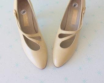 06221b8295369 Pastel yellow heel | Etsy