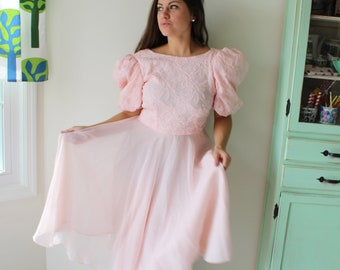 df67aff1a02 Vintage PINK LACE Ruffled Victorian Dream Dress....size small to  medium....fancy. ruffles. lace. costume. victorian. classic. 80s prom. glam