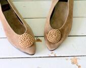Vintage LEATHER AEROSOLES size 6.5 womens sandals. boho. flats. hippie. urban. 1980s flats. leather. tan. coffee. retro. aztec. indie.