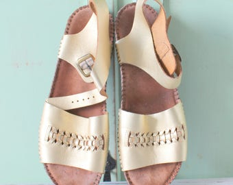 5d486bae1 RESERVED    1980s GOLDEN SANDALS....size 8 womens....boho. hippie. leather.  shoes. flats. sandals. gold leather. urban. retro. hipster