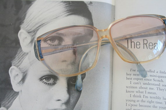 1970s TWIGGY OVERSIZED Glasses.....round lens. rud