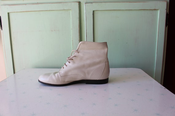 1980s CREAMY WHITE LEATHER Cuffed Ankle Boots...s… - image 2