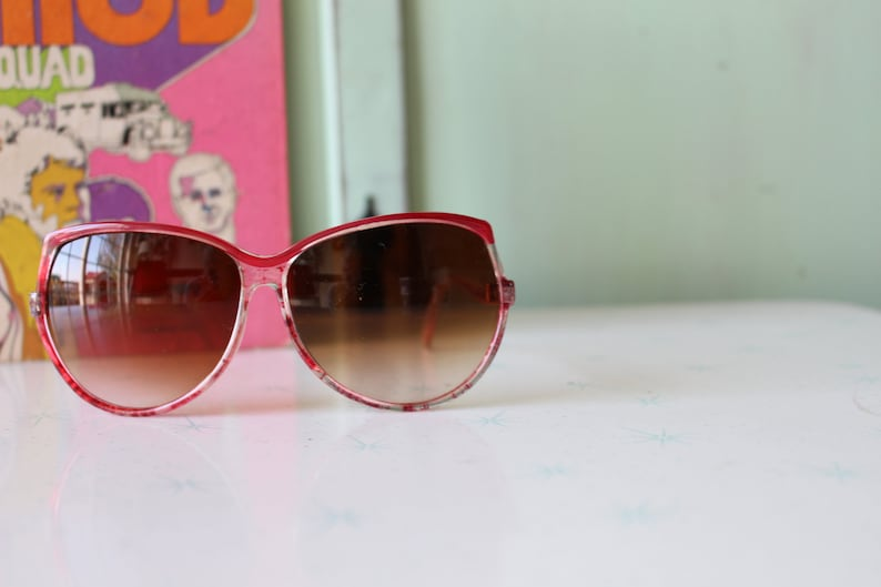 NOS 1960s 70s MOD GIRL Sunglasses..clear. oversized. retro. hipster. festival. shades. big lens. party glasses. disco. twiggy. jackie o. mod