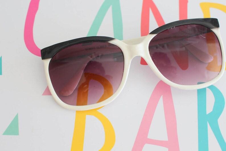 8c05911e088af 1970s TWIGGY Oversized Sunglasses...cat eyed. jackie o. big lens. white and  gold. hippie. designer sunglasses. hipster. urban. mod. 1970s