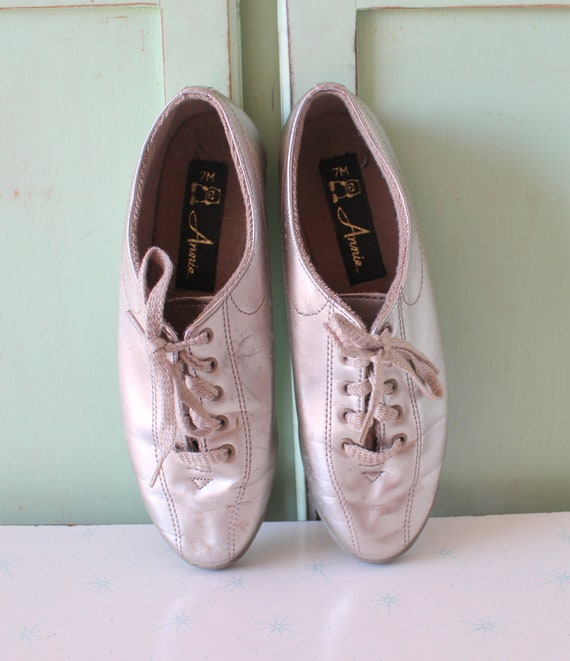 1980s SILVER Oxfords Flats...size 7 womens....lace